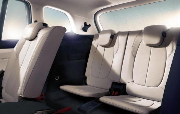 Van BMW cu 7 locuri - 2 series Gran Tourer 3 randuri de scaune