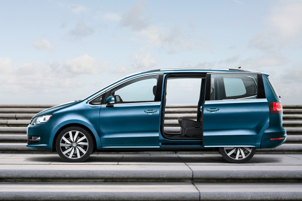 Volkswagen Sharan facelift 2015 usi laterale