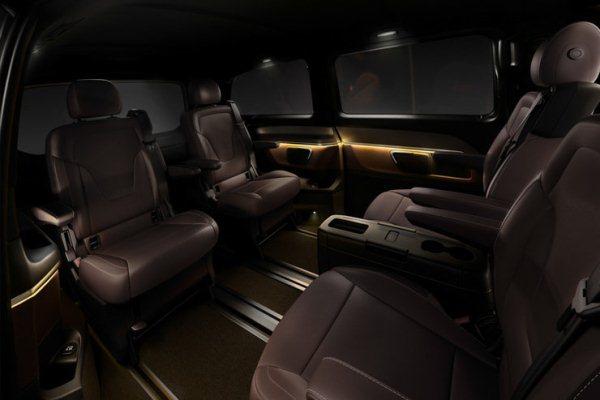 noul Mercedes V Class 2014 interior spate